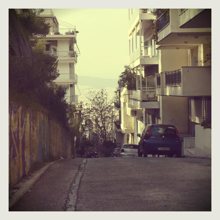 The Kolonaki quarter is full of narrow streets that descend from the Lycabettus hill and often lead to stairways or dead ends, making it hard to not get lost when you're driving around in a car. They're perfect for walking around though! (Walking Athens / Route 10, Kolonaki)