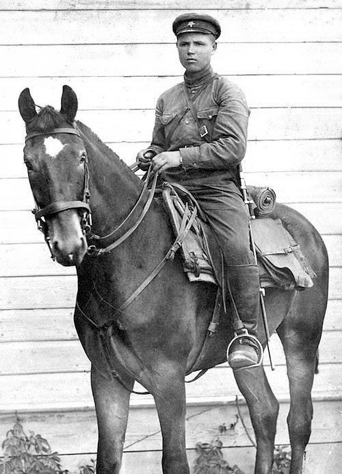 """Red Army cavalryman poses for a portrait. The Red Army included dozens of cavalry divisions most of which were re-christened """"armor"""" after the German invasion and, eventually, transitioned to the tank. Many horse formations though persisted as recon and dispatch units."""