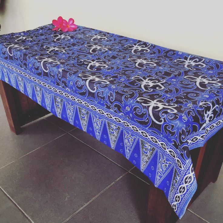 Running out of ideas for Christmas presents? How about a large batik table runner?  . . . . . . . . . #uniquegifts #christmasideas #gifts2016 #batik #batikprints #sarawakbatik #borneobandits #borneocraft #etsygift #etsyfinds #etsyseller #christmasgifts