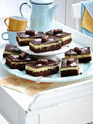 Leckere kuchen mit sahne