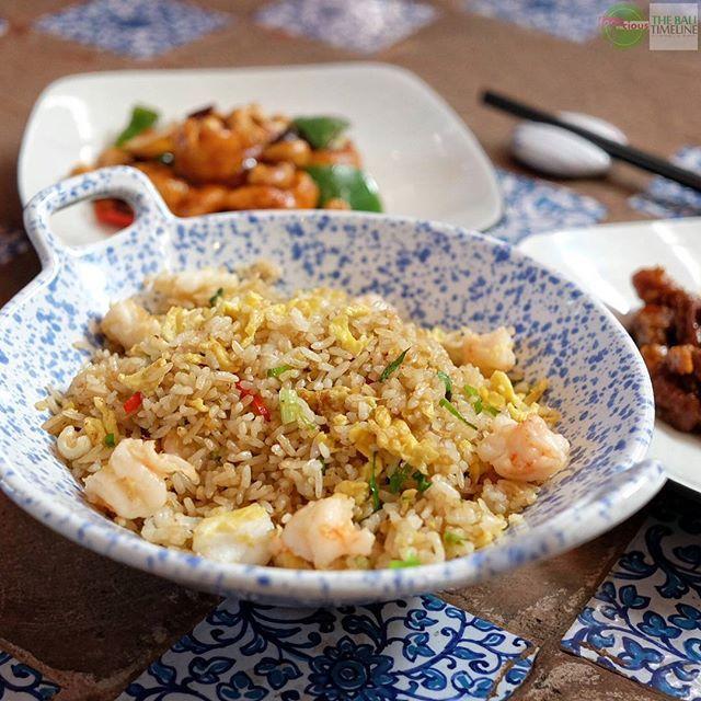 Food Blog Bali  #Food: Hong Kong Style Fried Rice #Delicious: 4/5 #Foodcious: bisa ada beberapa pilihan untuk menu ini yang kami santap dengan nikmatnya ini adalah yang prawn & squid.  Cita rasa gaya Hong Kong yang kental sangat terasa saat menyantap nasi goreng ini.    @happychappychinese  S: Rp 45k | L: Rp 67k  Jl. Beraban No. 62 (belakang Rumors)    #NasiGoreng #Prawn #squid #hongkongstyle