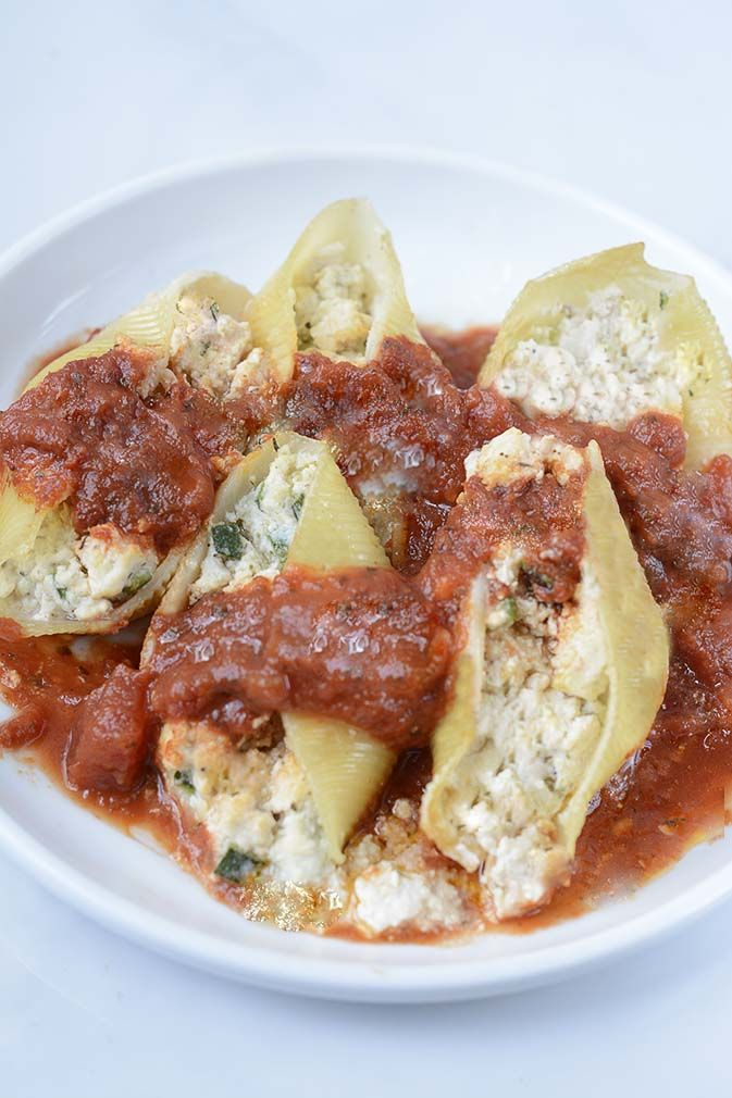 These delicious stuffed shells are definitely crowd pleaser, the addition of pesto also enhances this dish. 1/2 (12oz package) jumbo shells 1/2 cup cashew 3/4 cup water 2 teaspoons onion powder 1 tsp garlic powder 2 Tbsp nutritional yeast flakes 1 tsp arrowroot starch 1 tsp sea salt 1 lb extra firm tofu mashed 1 …