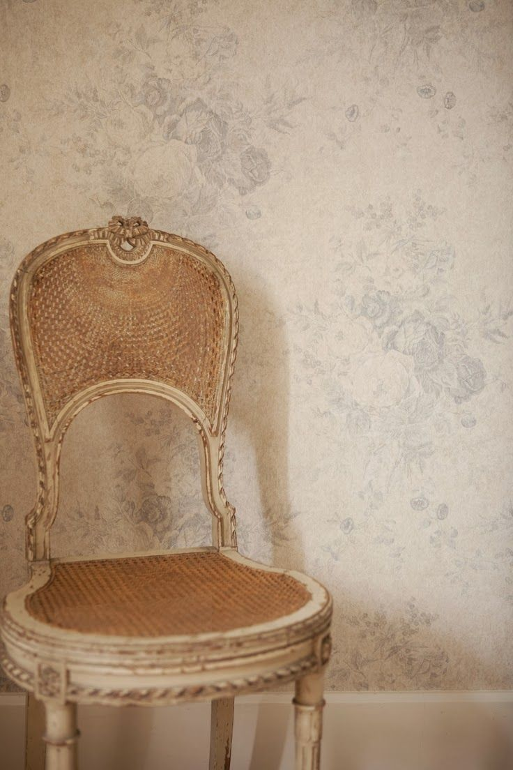 A House Romance: The Prettiest Chairs!