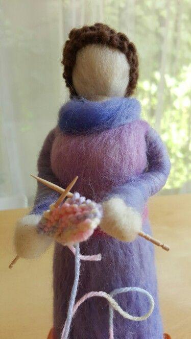 Muñeca tejedora en Vellón Agujado MimarAmar.