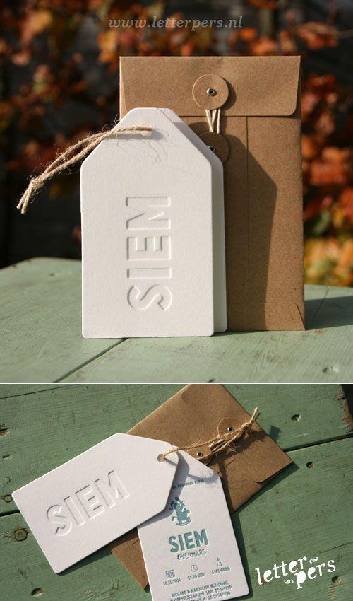 letterpers_letterpress_geboortekaartje_Siem_label_stoer_jute_touw_japanse_envelop_jongen_meisje_blauw_tag.jpg 500×850 pixels