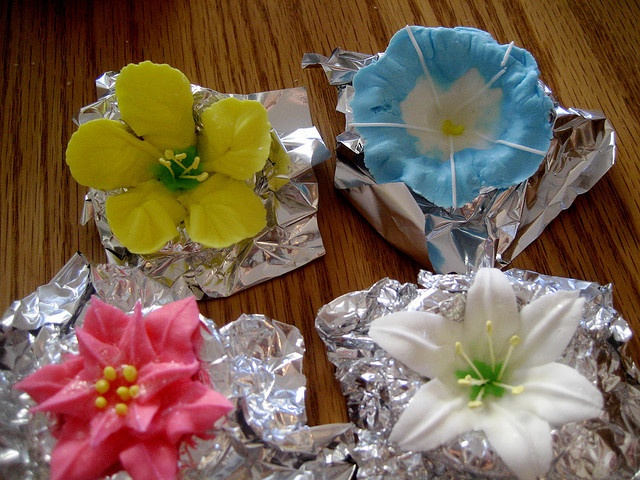 17 Best Ideas About Royal Icing Flowers On Pinterest