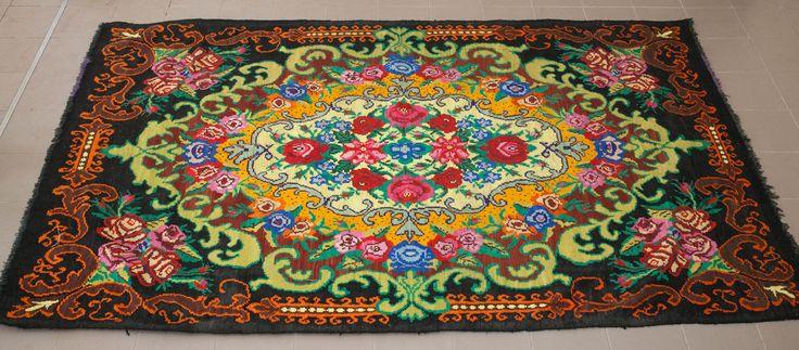 Just found handmade kilim rug from moldova  Vintage rozenkelim uit Moldavie, vandaag ingekocht. Met de handgweven in de jaren zeventig.