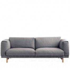 De Rest Sofa van de ontwerpers Anderssen & Volt voor Muuto is een voorbeeld van een modern vormgegeven bank met een warme uitstraling. De combinatie van het robuuste lichaam met de prachtige slanke eikenhouten poot zorgt voor een zeer fraai geheel. De grote kussens zijn gevuld met een hoogwaardig koudschuim wat zorgt voor heerlijk zitcomfort. De hoes van de Rest Sofa is voorzien van een ritssluiting waardoor de hoes gemakkelijk te reinigen is. De hoes kan zonder enig probleem in de…