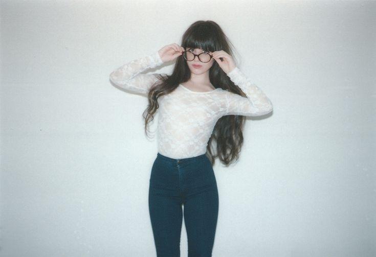 Jessica from The Tragic Sense blog was wearing the #AmericanApparel Easy Jean in Dark Wash Indigo. #bloggers #easyjean #denim #TheTragicSense