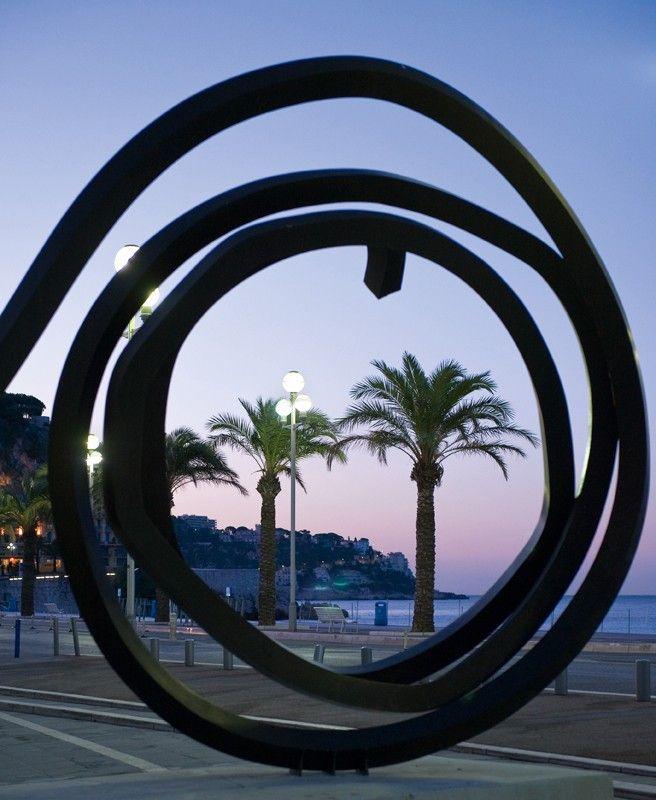 Visite et découverte de Nice à pied, à vélo, en bus, en bateau, en petit train ou en voiture pour tout connaître de Nice Côte d'Azur