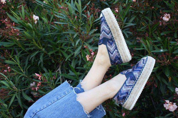 """Senza nulla togliere alla comodità che fanno di queste scarpe un ottima alternativa all """"holiday look""""  immancabili nella tua Valigia."""
