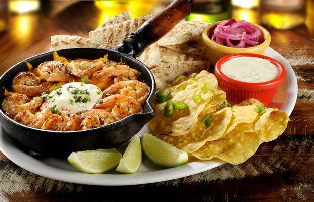 Receita: tacos e tortillas com molho de camarão, cheddar e sour cream (Foto: Divulgação)