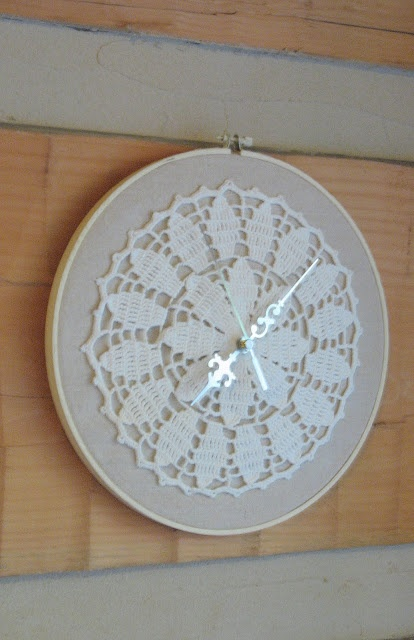 Hoop Doily Clock Tutorial Carolina Country Living: Embroidery http://carolinacountryliving.blogspot.com.au/