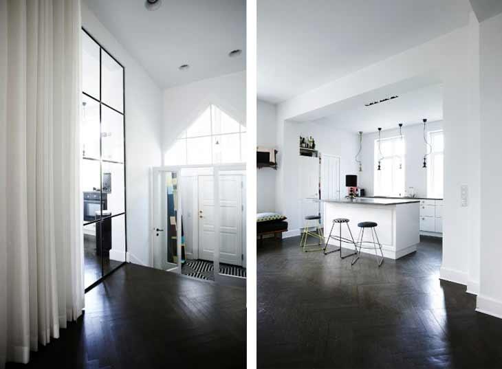 Küche, Bank mit Kissen davor, großer Spiegel im Flur