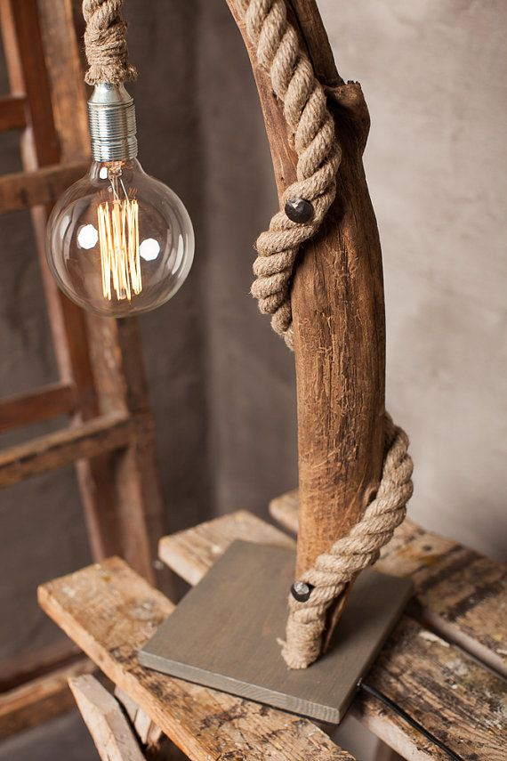 Grande lampada di Driftwood con rotonda lampadina di Glighthouse