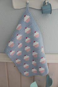 """Har i lyst til at hækle et sødt """"cupcake"""" håndklæde? Så findes mønstret i næste uges Sally`s som følger med HendesVerden uge 7 Ops..."""