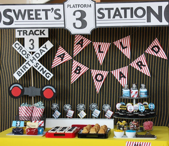 Kids love trains, especially my son! I love this modern train theme for a kid's birthday party!