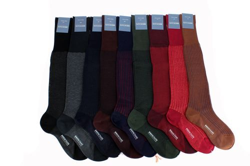 Chaussettes pour hommes et femmes de la gamme Bresciani #chausssette #meschaussettesrouges #bresciani #collection