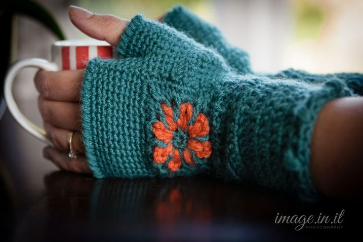 Super Easy Fingerless Gloves Knitting Pattern : Super cute and unique Fingerless Gloves Crochet Pattern - Free! My hobby is...