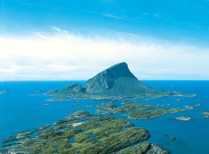 Our next delivery of the Jura Grey Limestone will be to the island of Lovund on the Artic Circle in Norway. The island lies 66º North Latitude. Wouldn't you like to visit this beautiful and distinctive island?