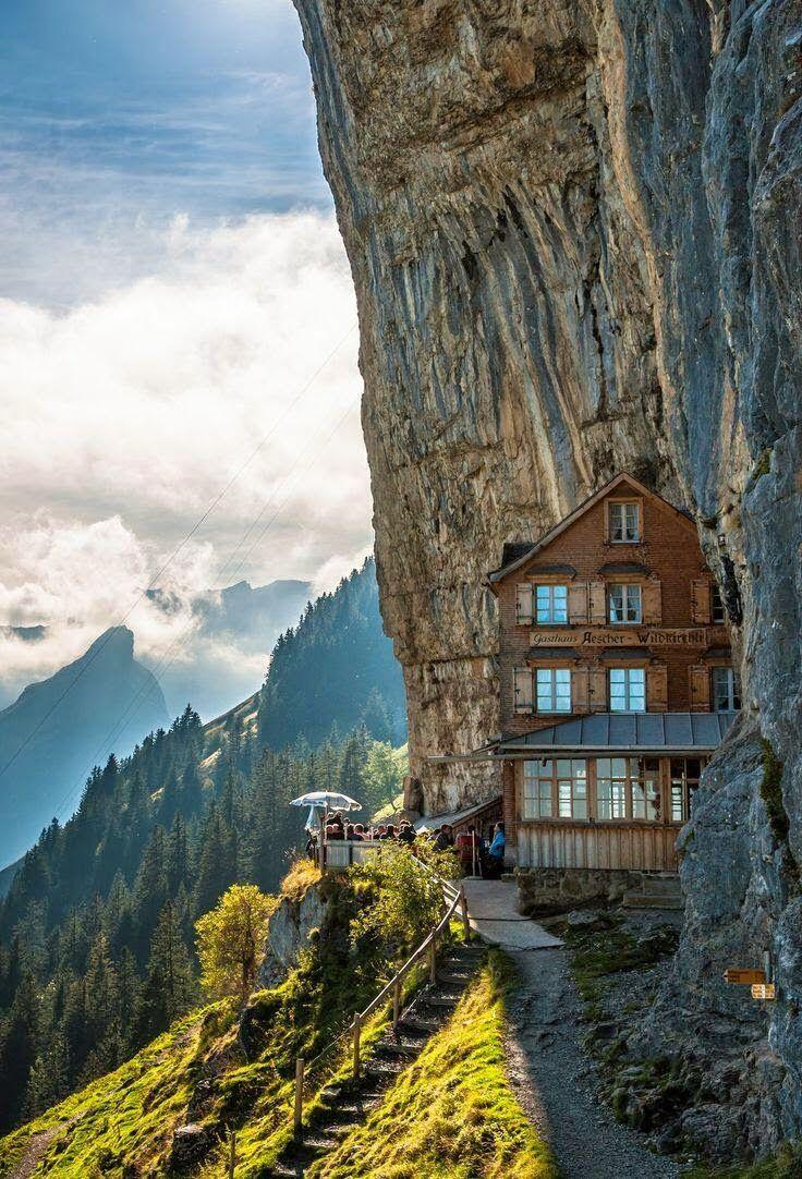 Hotel Aescher, en los Alpes Suizos.                                                                                                                                                                                 Más