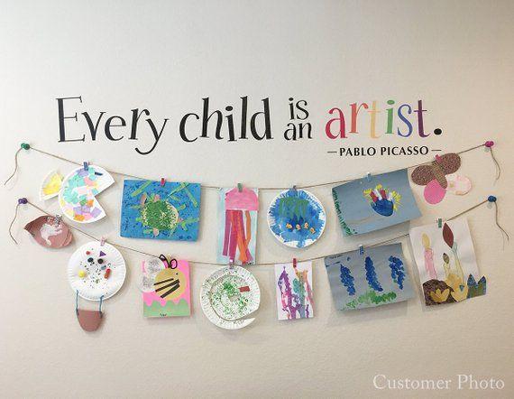 Jedes Kind ist ein Künstler Aufkleber – Kinder Kunstwerk Display Aufkleber – Picasso Zitat Wandaufkleber – gedrucktWand Aufkleber