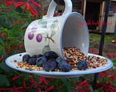 Bird feeder: Crafts Ideas, Birds Feeders Cut, Birds Butterflies, Bird Feeders, Feeders Cut Ideas, Cute Ideas, Neat Ideas, Birds Feeders Natural, Teacups Birds Feeders