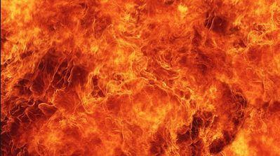 Air di Neraka jahannam adalah hamim (air panas yang menggelegak), anginnya di Neraka Jahannam adalah samum (angin yang amat panas), sedang naungannya adalah yahmum (naungan berupa potongan-potongan asap hitam yang sangat panas.