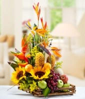Dígale cuando la quiere enviándole este hermoso arreglo de flores y frutas de…