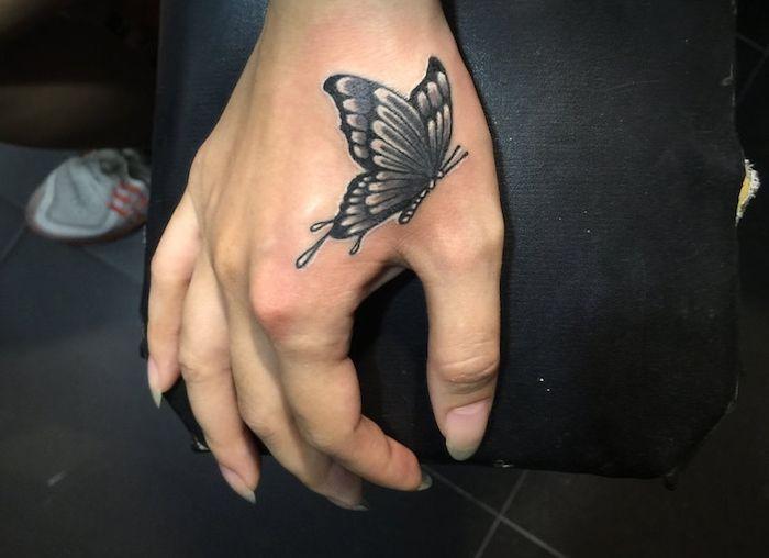 les 20 meilleures id es de la cat gorie tatouage papillon 3d sur pinterest tatouages de. Black Bedroom Furniture Sets. Home Design Ideas