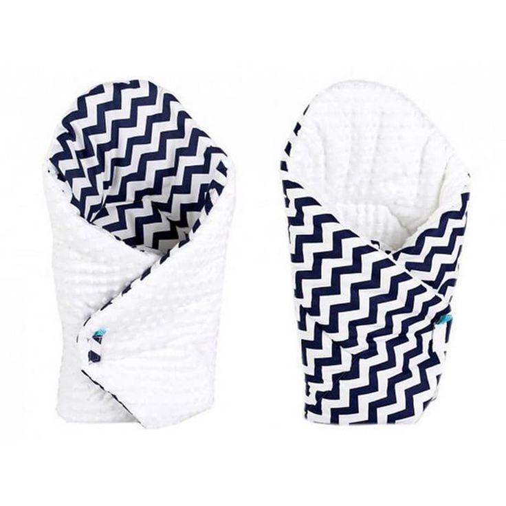 Стильный конверт одеяло двубортное для новорожденных Зигзаг серый в подарок малышу на выписку. Выполнен из американского 100% гипоаллергенного хлопка, застежки – липучки, наполнитель – синтепон по сезону. Может быть использован как плед в коляску, заворачивать малыша можно с обеих сторон