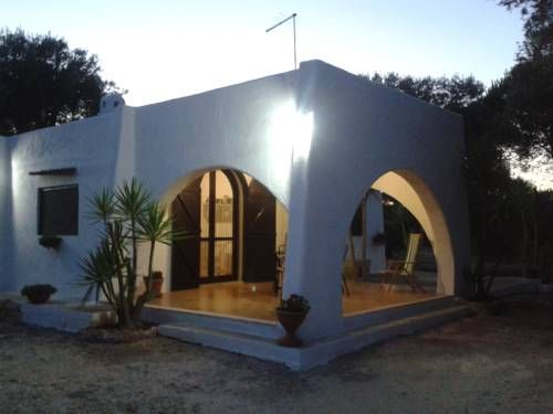 La Villetta di Campagna San Vito dei Normanni La Villetta di Campagna is situated in San Vito dei Normanni, 49 km from Lecce. Alberobello is 45 km from the property. Free private parking is available on site.  All units include a flat-screen TV. Some units feature a seating area and/or patio.