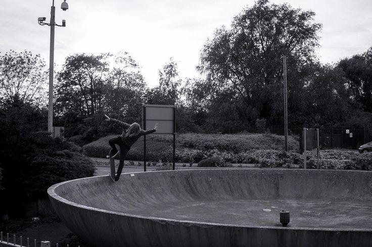 Different angle of a earlier photograph of @simon_turton breakfast bowl blunt 180.       #skateboardingsaves #skateeverydamnday #skateboarding #skateboard #skatelife #skateordie #skater #skateanddestroy #skategram #transworldskate #thrasher #nikesb #thrashermag #skateboards #shralpin #skatespot #hellaclips #iloveskateboarding #skaters #skateboarder #skatesubmit #skating  #thrashermagazine #skateuk #skateeurope #photoeveryday  #photography #freelancephotographer #photographer…