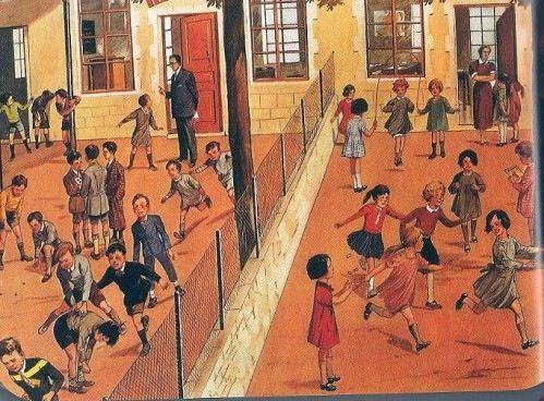 Les garçons et les filles sépares dans la cour de l'école