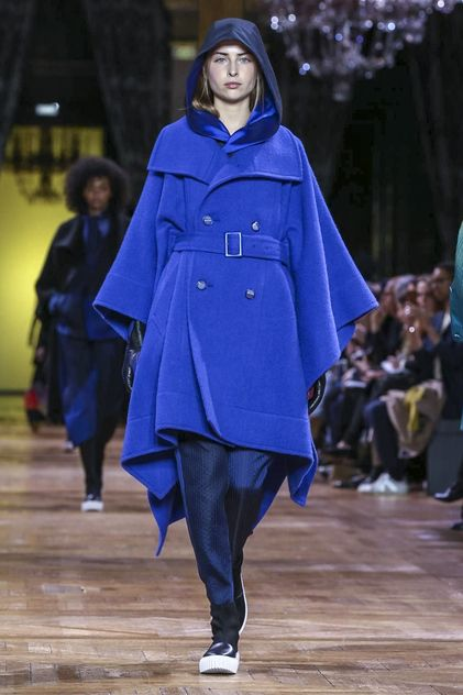 Buoyant stretchy spirals and spans of fabric created gliding looks of three-dimensional extravagance. Where did the garment begin and end and how did they all move with such ease and breeze? [CONTI...