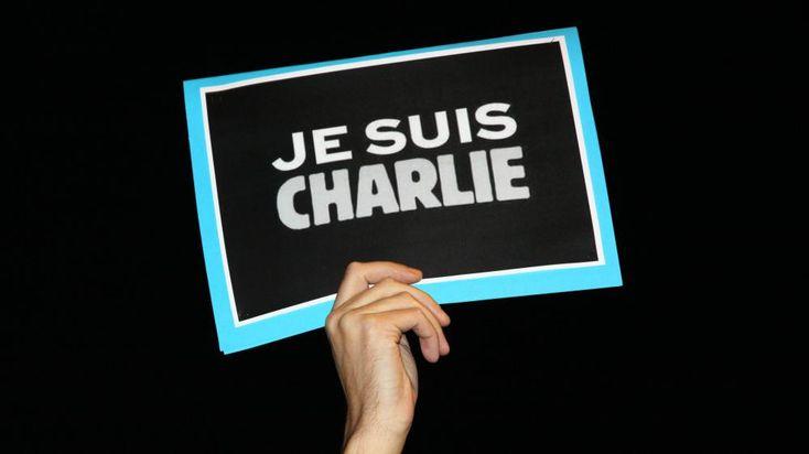 """Les médias organisent le soutien à """"Charlie Hebdo""""  Dans un communiqué commun, les groupes France Télévisions, Radio France et Le Monde ont annoncé hier mettre à disposition leurs moyens humains et matériels pour aider à une reprise rapide de la publication de """"Charlie"""".  http://www.artofteasing.fr/article/20150108-medias-soutien-charlie-hebdo/"""