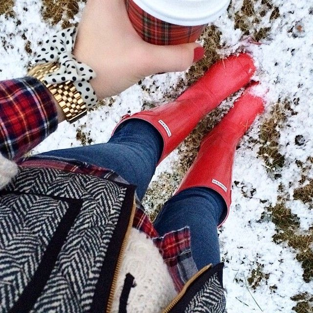 Red Hunters, red flannel, herringbone vest, cream sweater, red Starbucks cup❤️