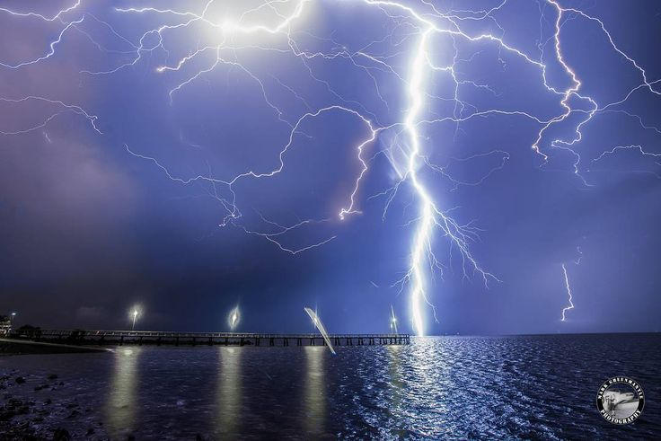 Storms forecast for this afternoon around South East Queensland. Here's a capture from one of the energetic chases that took me out to Cleveland waterfront. #BrisbaneAnyDay #Stormchase #Lightning