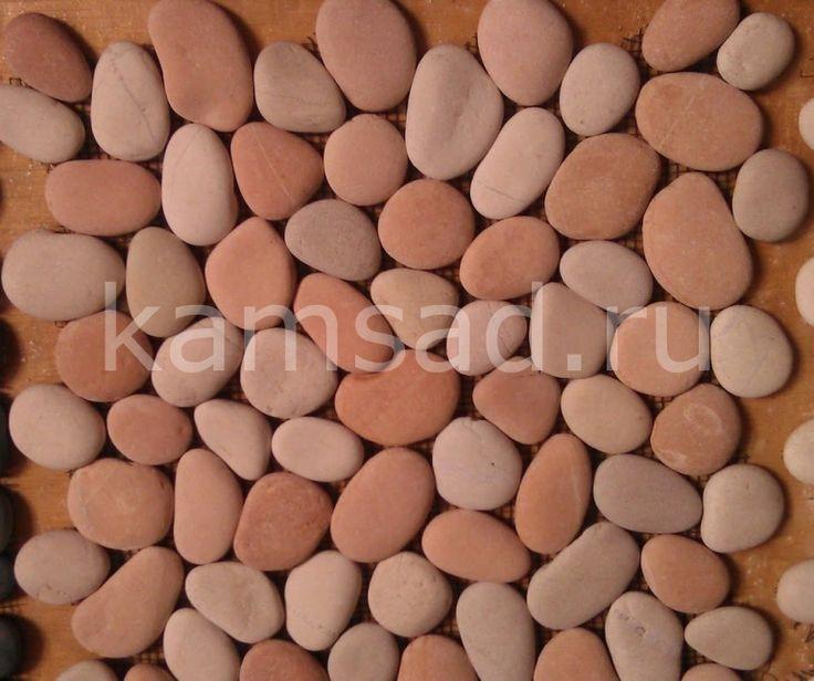 Розовая галька: красивый декоративный камень