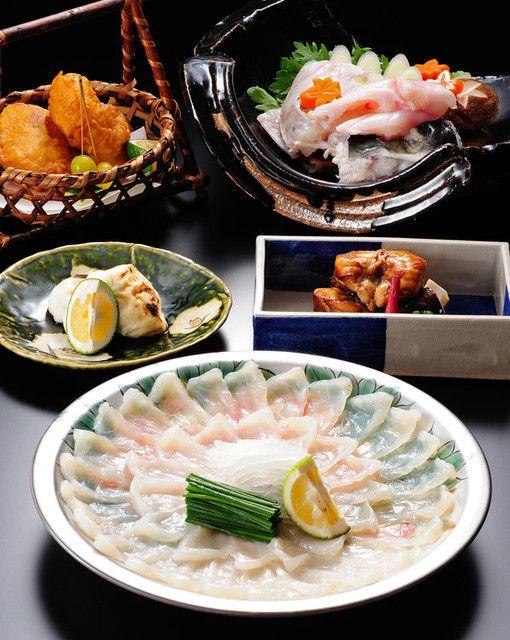 「山田屋」河豚料理,日本美食的极致。 2014米其林★★★ 河豚的独特口感,滴上店家特制的酱油和清新的橙汁调味。