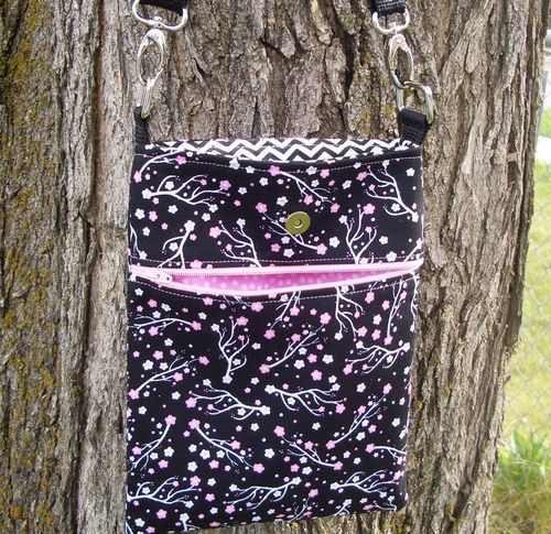 Easy cross body purse, bag tutorial with tons of pictures. Great project for an hour or two and then you have a terrific bag.: