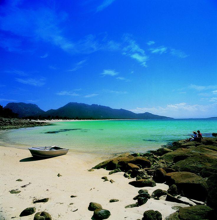 The stunning beach of Coles Bay #Tasmania