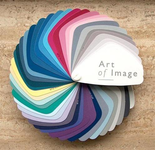 Tertiaire kleuren: dit zijn de onzuiverste kleuren omdat deze gemengd zijn uit 3 primaire kleuren.