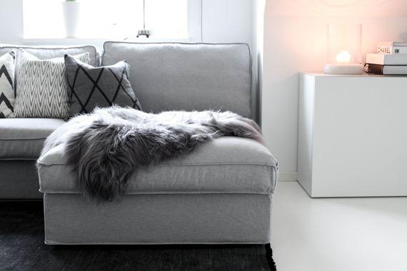 Äntligen har jag fått hem mitt fina isländskafårskinn i den allra vackraste grå nyansen (hittade det här hos härliga butiken Homenord).