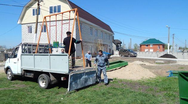 В Новой Усмани на территории Казанского храма установили детский городок