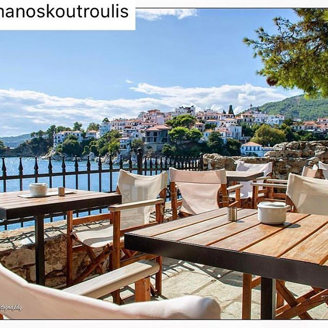 A view to enjoy a good glass of wine 🍷 #7seconds #sunset #skiathosrepost #skiathosfacebook #beachlude #bourtzi #bourtziskiathos https://instagram.com/p/BN1a8qaDnqu/