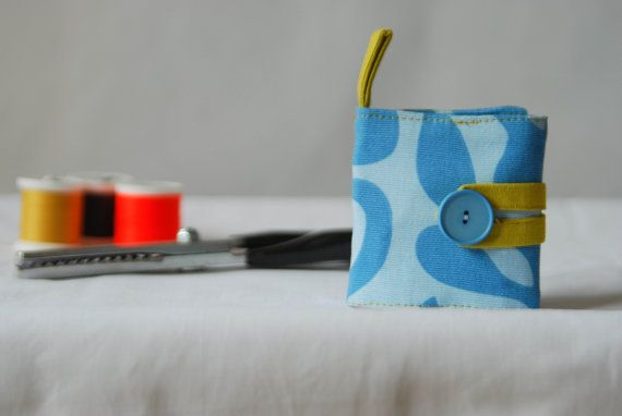 travel sewing kit  sewing kit wallet  emergency by robedalez #italiasmartteam #etsyshop #etsy #shopping #giftidea @etsy