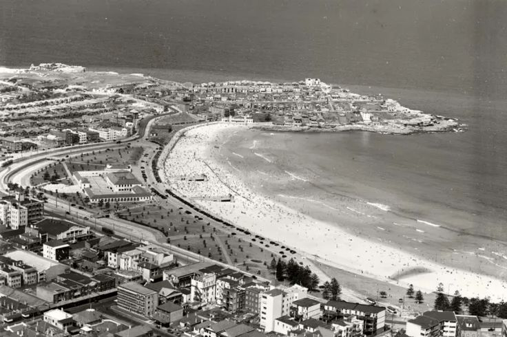 This great old photo shows Bondi Beach in Sydney in 1937.