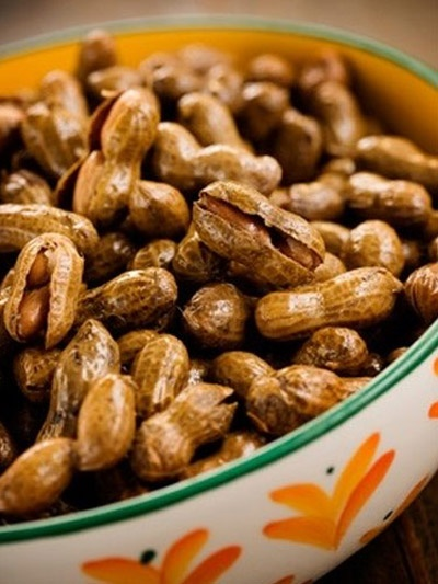 How To Make Hot Boiled Peanuts At Home