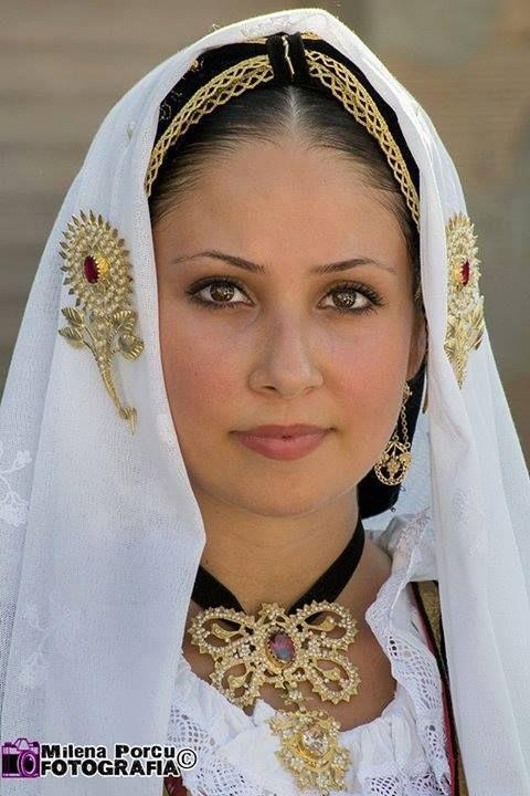 Abito tradizionale di Selargius. Ph Milena Porcu Fotografia